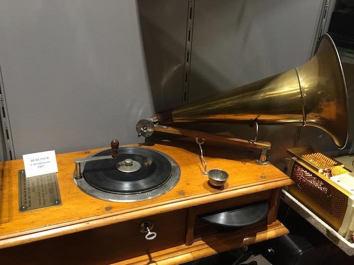 Berliner à monnayeur -1897 - Phono Museum