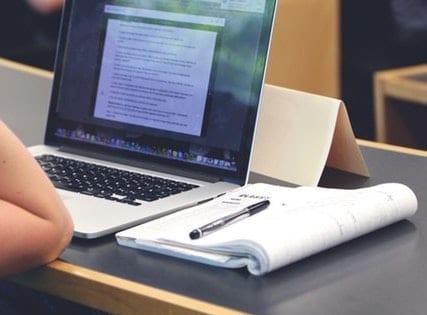 Prise de notes d'un cours sur ordinateur